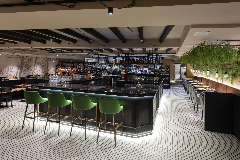 Ten_Restaurant_Milano_Italy-Basic_Barstool_Andy_chair_Tatiana_P